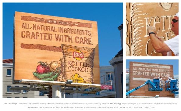 Panneau d'affichage en bois sculpté par Lay's