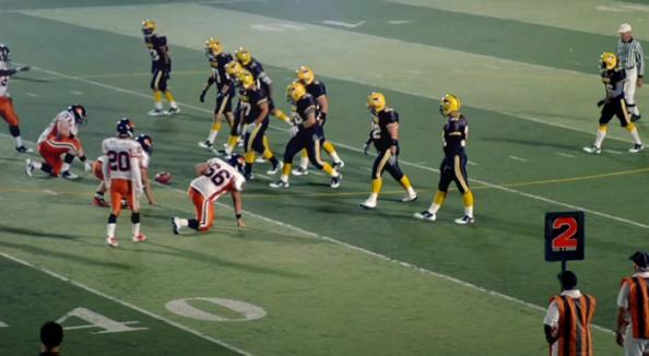 Nike frappe fort avec High School Football