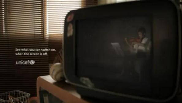 Unicef sensibilise les parents en Indonésie avec Lowe