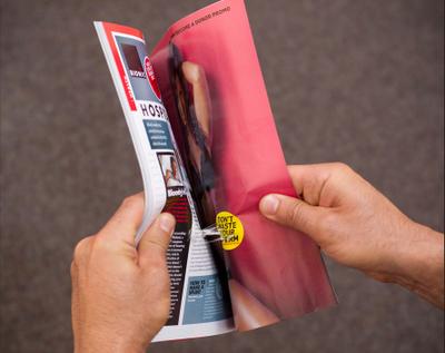 Deux pages de votre magazine masculin préféré sont collées ?