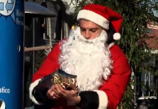 Le Père Noël 2010 aurait pu être bleu...